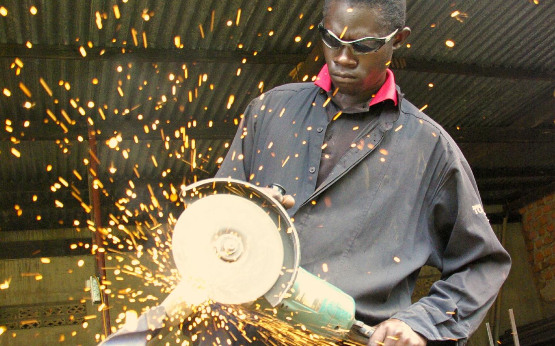 Treballador immigrant al sector indústrial