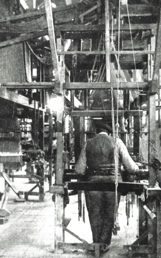 Treballador En Un Teler Esquena