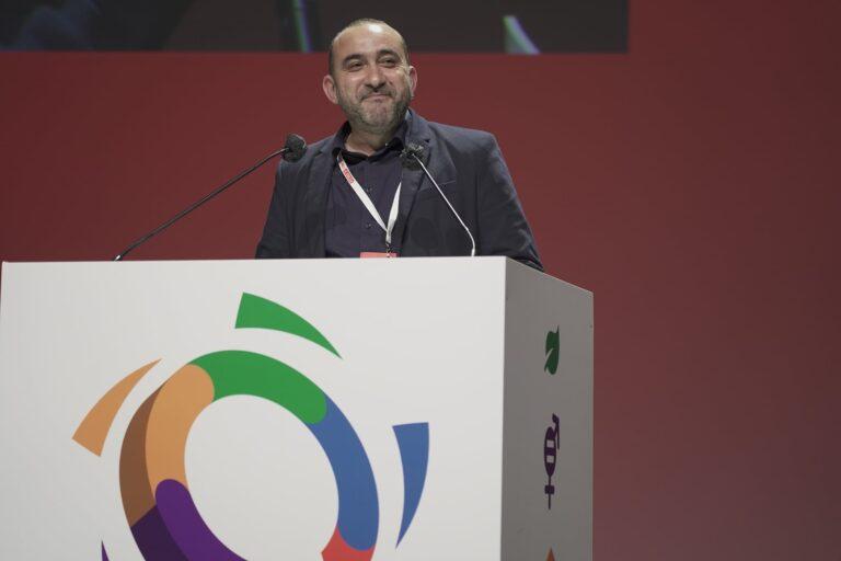 Javier Pacheco presentant l'informe de balanç en el 12è Congrés